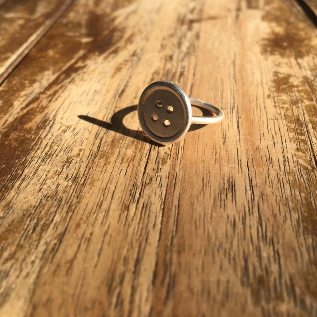 plata con acabado textura de arena